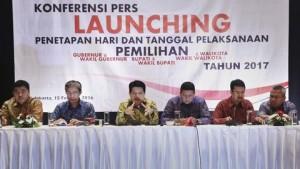 Komisioner KPU Ferry Kurnia Rizkiyansyah mengatakan pihaknya bisa menggugurkan pasangan calon yang kedapatan melibatkan ASN sebagai alat politiknya. (ANTARA FOTO/Yudhi Mahatma).