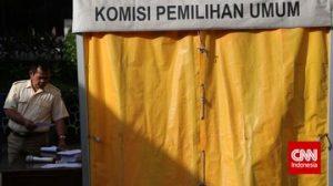 Komisioner KPU Ferry Kurnia mengklaim, kemandirian lembaganya diatur konstitusi. Prinsip tersebut disebutnya telah dilanggar revisi terbaru atas UU Pilkada. (CNN Indonesia/Adhi Wicaksono)