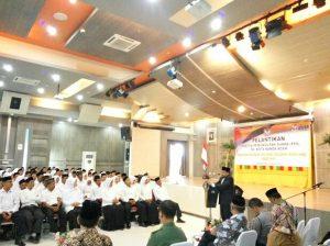 Ketua Komisi Independen Independen (KIP) Kota Banda Aceh, Munawar Syah sedang memberikan kata sambutan pada Pelantikan PPS Kota Banda Aceh di Aula Lantai IV Pemko Banda Aceh (21/07/2016)