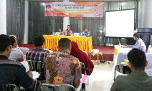 Salah satu Komisioner Komisi Independen Pemilihan (KIP) Kota Banda Aceh, Aidil Azhary sedang memberikan Materi Tahapan Pilkada 2017 pada Rapat Kerja Panitia Pemilihan Kecamatan (PPK) se-Kota Banda Aceh di Wisma Permata Hati Kota Banda Aceh (23/07/2016)