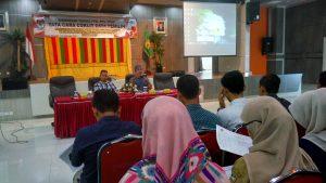Aidil Azhary, Pokja Pemutakhiran Data Pemilih memberikan Materi Pencocokan dan Penelitian (Coklit) Data Pemilih pada Bimbingan Teknis (Bimtek) PPK/PPS/PPDP se Kota Banda Aceh Pemilihan Gubernur/Wakil Gubernur Aceh, Walikota/Wakil Walikota Banda Aceh Tahun 2017 di Aula Lantai IV Pemko Banda Aceh (05/09/2016)