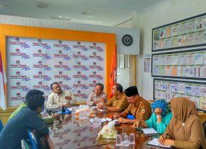 Munawar Syah, Ketua Komisi Independen Pemilihan memberikan penjelasan Sosialisasi Pilkada 2017 Kota Banda Aceh saat Pertemuan dengan Perwakilan Sekolah se- Kota Banda Aceh di Media Center KIP Kota Banda Aceh (05/09/2016)