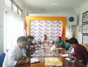 Munawar Syah, Ketua Komisi Independen Pemilihan menjelaskan kegiatan Sosialisasi Pilkada 2017 pada pertemuan dengan pihak para akademisi kampus se Kota Banda Aceh di Media Center KIP Kota Banda Aceh (06/09/2016)