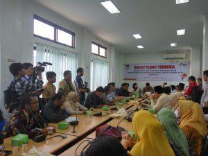 Komisi Independent Pemilihan (KIP) Melaksanakan Rapat Pleno Terbuka Penetapan Pasangan Calon Walikota Dan Wakil Walikota Peserta Pemilihan Walikota Dan Wakil Wakil Walikota Banda Aceh Tahun 2017 di Kantor KIP kota Banda Aceh (24/10/2016)